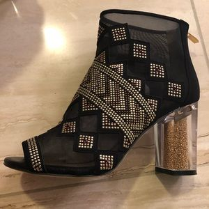 The Nakano- mesh/suede black booties 8m